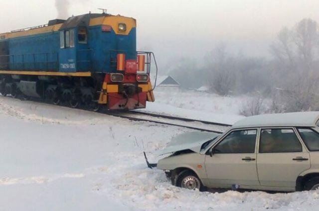 В Кемеровской области столкнулись тепловоз и «девятка».