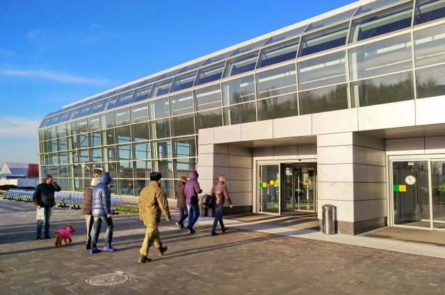 Остекление аэропорта Храброво пообещали завершить за две недели.