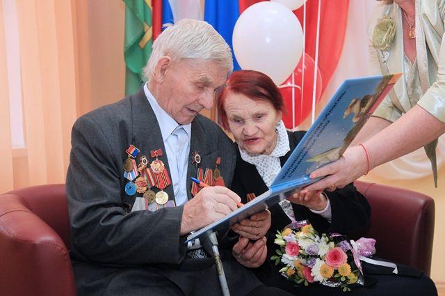 Супруги Самойловы из Нестеровского райна отметили 70-летие свадьбы.