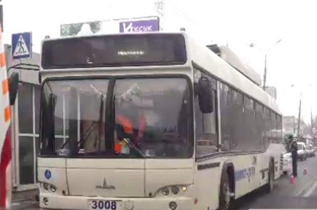 В Николаеве троллейбус сбил пенсионерку на пешеходном переходе