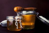 Привычный мёд на прилавках магазинов потеснило лакомство в виде крема и мёд с добавками.