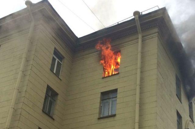 Наулице Савушкина загорелась жилая квартира