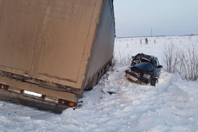 Женщина водитель погибла на месте.