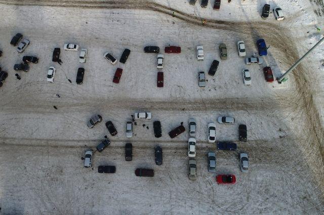 Студенты вЧелябинске выстроили авто внадпись «Путин-2018»