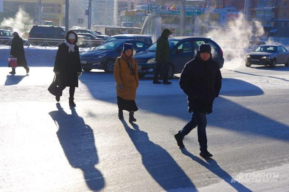 Сейчас в регионе царит аномально холодная погода с температурным фоном ниже климатической нормы. По утрам город погружается в морозную дымку.