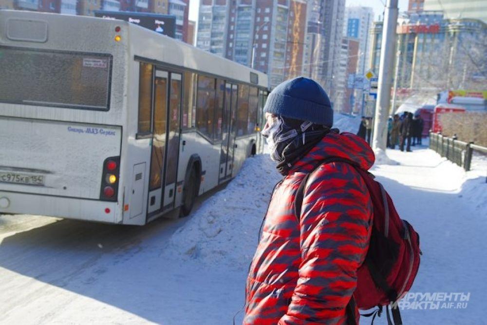 Многие междугородние рейсы в городе были отменены. Городские автобусы тоже на некоторых маршрутах стали ходить реже, отмечают горожане. Транспорт не выдерживал тридцатиградусных морозов.