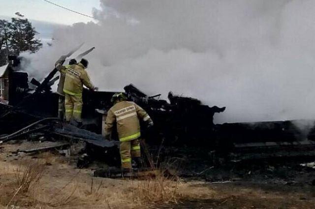 Здание сгорело полностью.