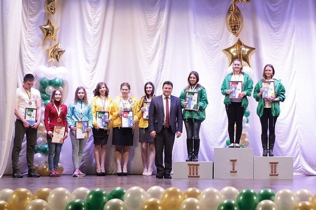 На победу в конкурсе пртенедовали более 400 человек.