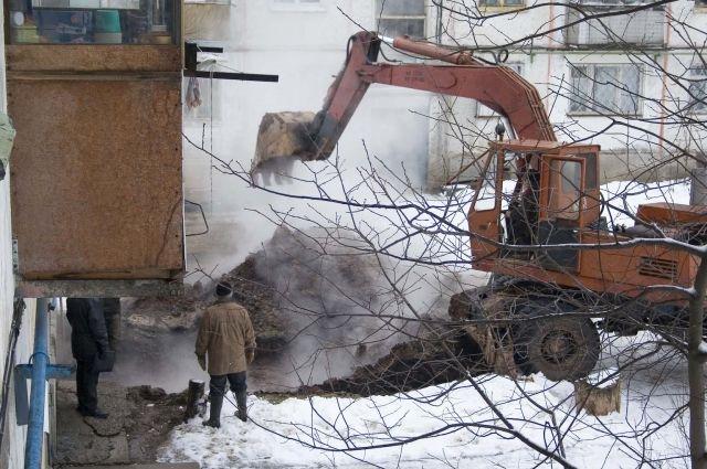 Улицу Юрина вБарнауле залило водой из-за порыва водопровода