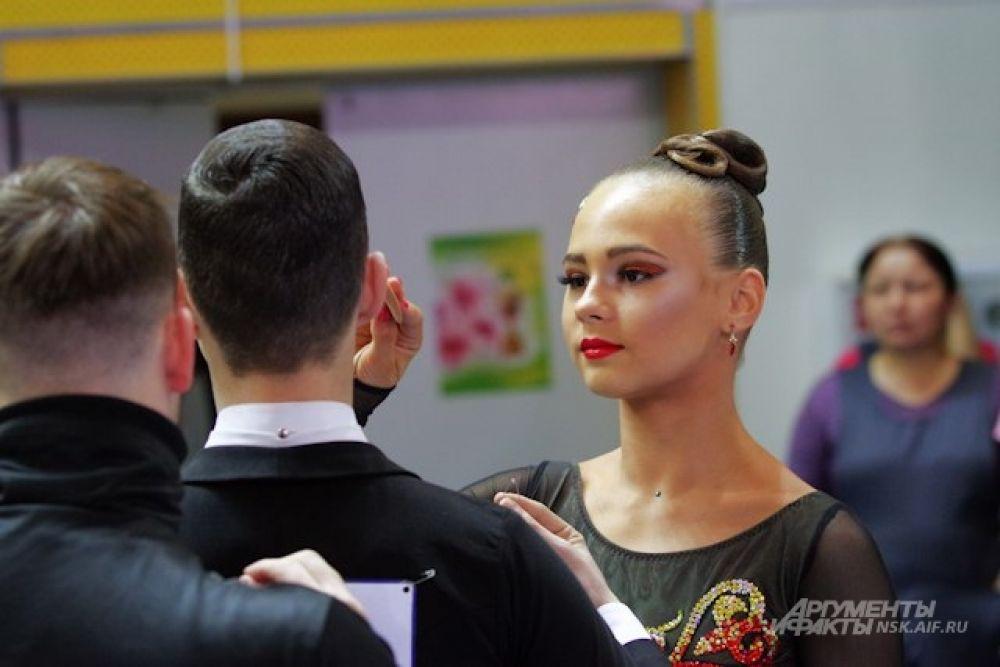 Яркий и правильно подобранный образ в танцевальном спорте важен не только для девушек, но и для их партнеров.