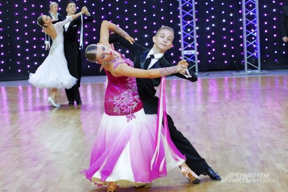 ...а также воспитанники городской и областных ДЮСШ по танцевальному спорту.