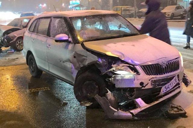 ДТП вКиеве: таксист протаранил машину сбеременной дамой