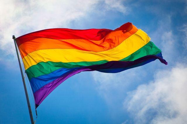ЛГБТ-активисты Екатеринбурга оскорбились плакатом сКончитой Вурст
