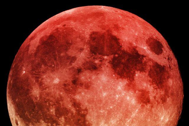 Всреду над Томском можно будет увидеть багровый диск Луны