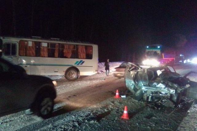 В автобусе не было пассажиров в момент ДТП.