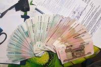 Деньги он переводил в течение трёх лет.