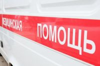 32-летнего мужчину увезли в больницу с колото-резаной раной.