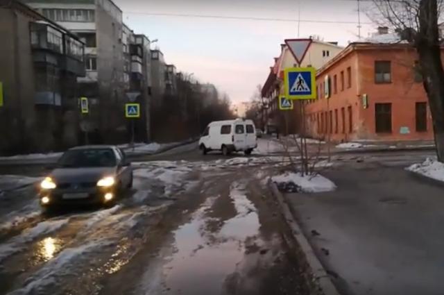 ВЧелябинске из-за коммунальной трагедии улица ушла под воду