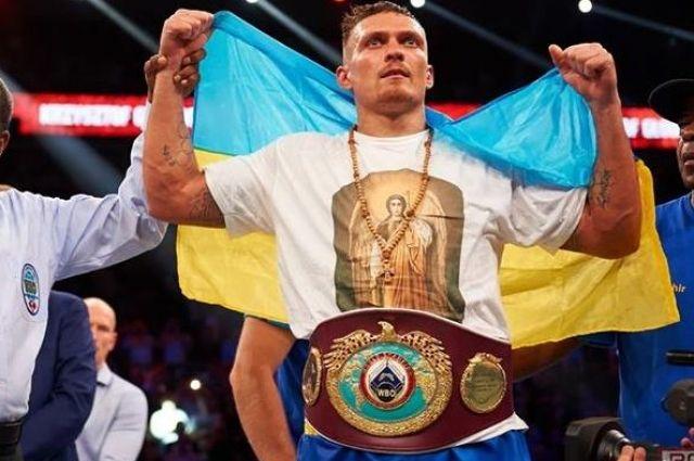 Усик бьет рекорды Холифилда: боксер быстрее коллеги стал чемпионом мира