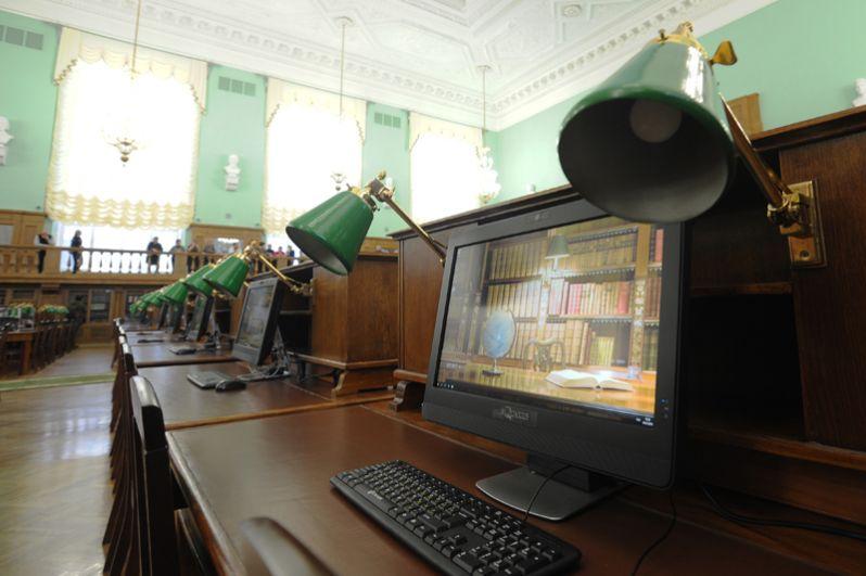 60 рабочих мест оборудованы стационарными компьютерами.