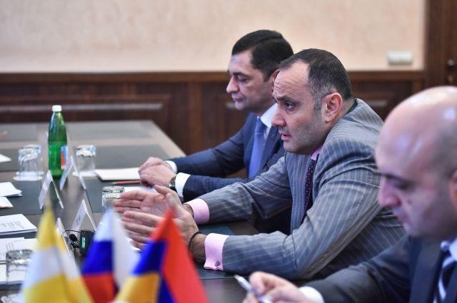 Губернатор Ставрополья Владимиров обсудил спослом Армении торговое партнёрство