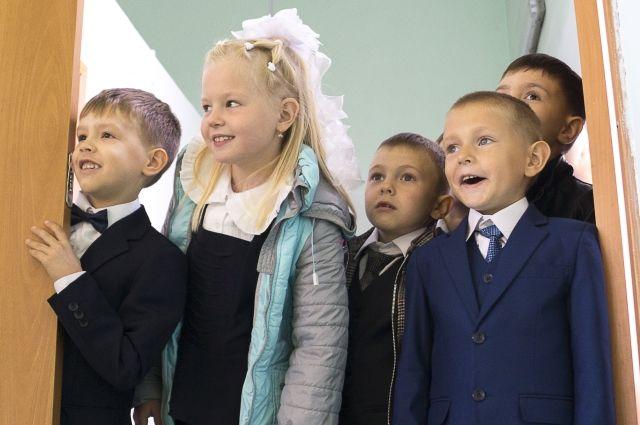 Первоклашек можно записывать в школу вплоть до 5 сентября.