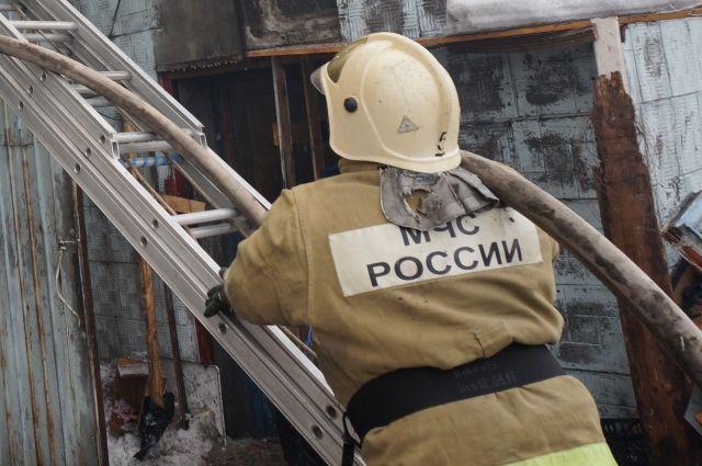 В Кемеровском общежитии произошел пожар, эвакуированы 45 человек.