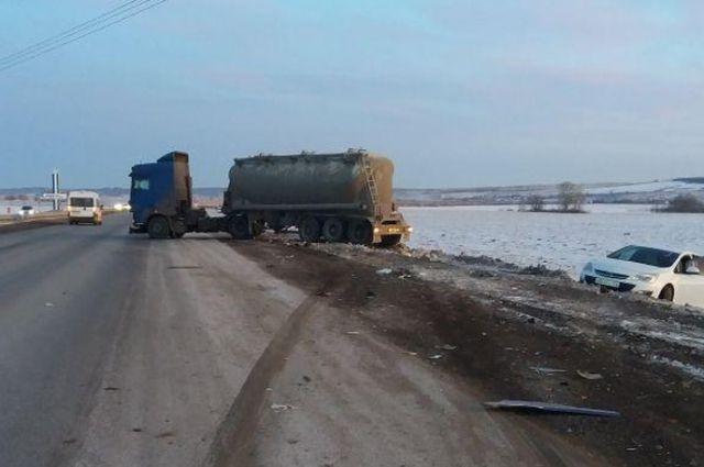 ВБашкортостане шофёр фургона заснул зарулем иврезался в Опель