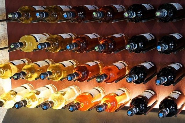 На тюменском подпольном цехе производили поддельный алкоголь