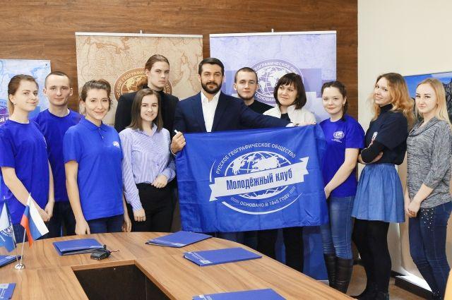 Александр Прокопьев вручил членские билеты РГО
