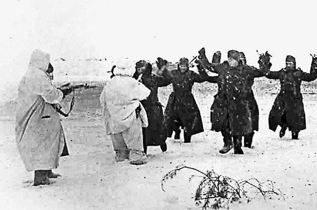 Пленные солдаты вермахта под Сталинградом. 1943 год.