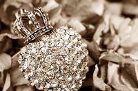 День ювелира. Сибиряк подарил жене серебряную змею с золотым сердцем