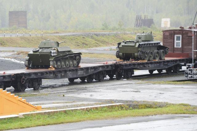 В прошлом году на заводе прошла реконструкция отправки именных танков в Сталинград.