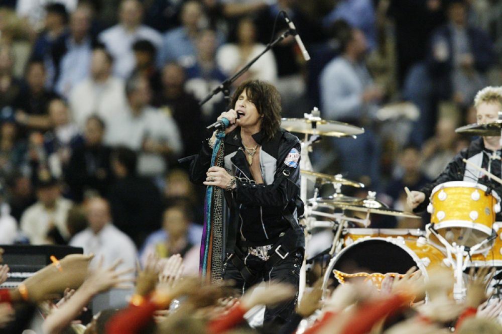 2004 — Стивен Тайлер и Aerosmith.