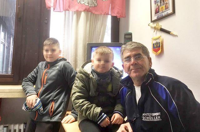 Суд разрешил Игорю Коречникову видеться с детьми под присмотром соцработника. До этого решения суда он не видел сыновей два с половиной года.
