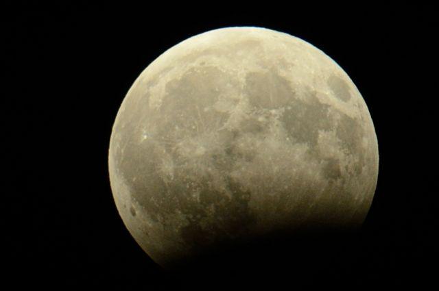 Пермяки смогли наблюдать лишь частичное лунное затмение.