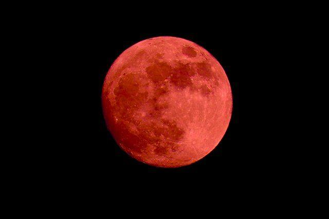 Луна поразила горожан.