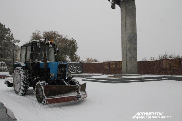 Снег убирают 45 машин.