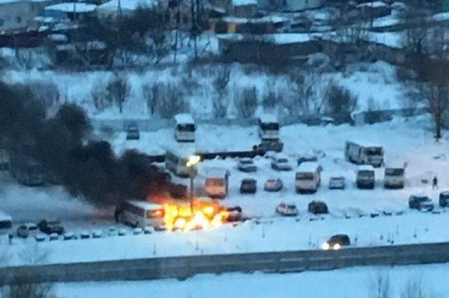 Ночью наворонежской стоянке сгорели три автобуса «ПАЗ»
