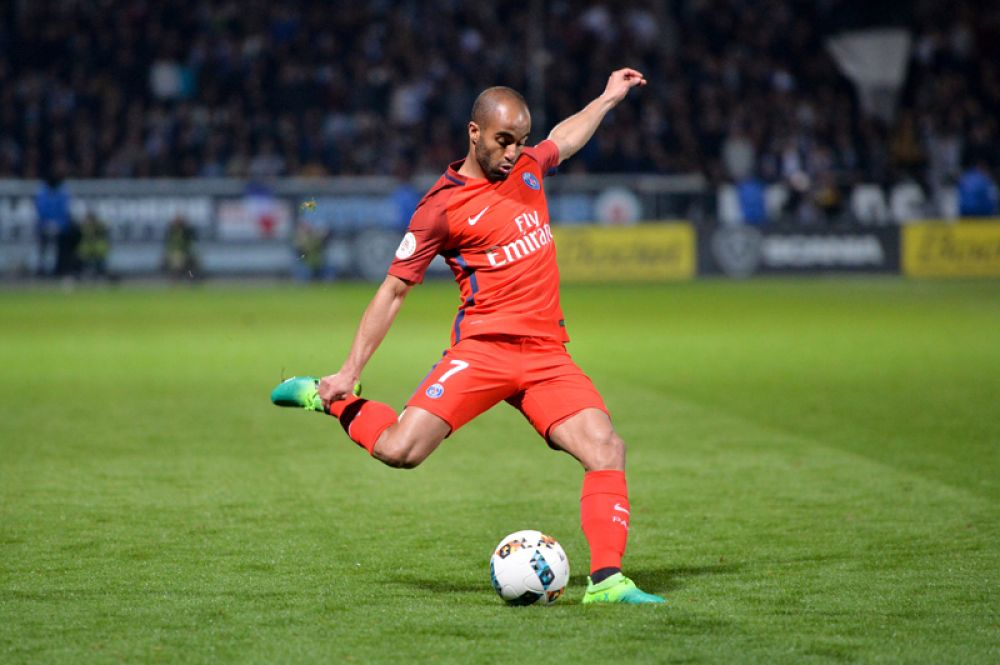 Лукас Моура — 25 миллионов евро. 25-летний бразильский хавбек так и смог реализовать себя в «ПСЖ» (Франция), а теперь попробует свои силы в «Тоттенхэме» (Англия).