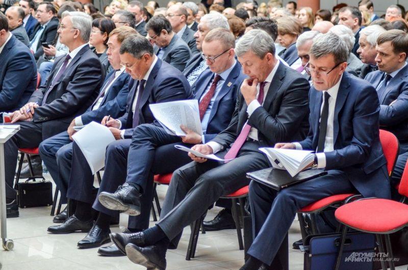 Заместители главы администрации Екатеринбурга перед выступлением.