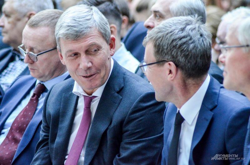 Заместитель главы администрации Екатеринбург по градстроительству Алексей Белышев с Виктором Боликовым, замглавы мэрии по потребительскому рынку.