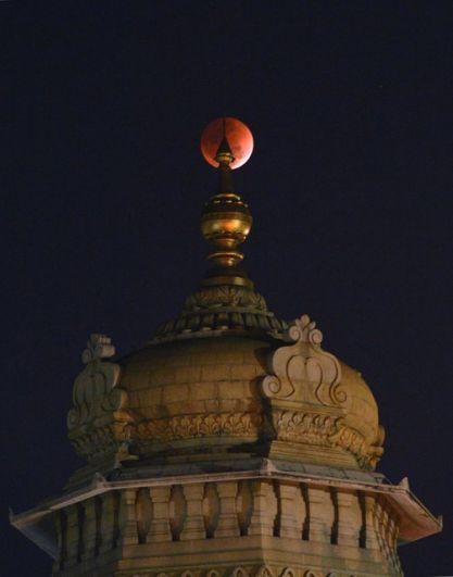 Кровавое суперлуние можно будет увидеть 31 декабря 2028 года и 31 января 2037 года.