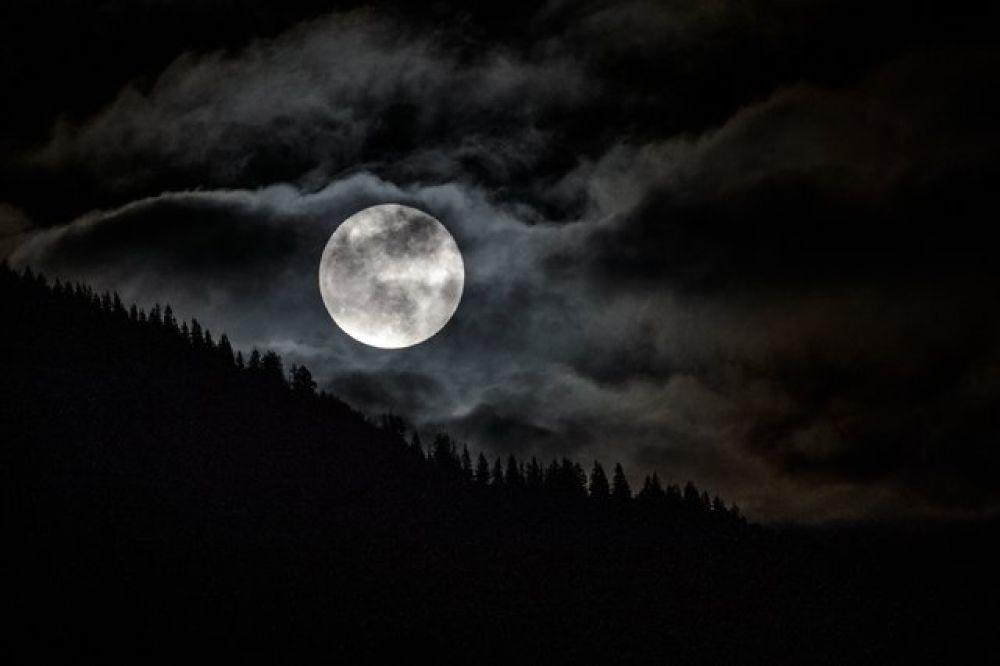 В декабре прошлого года жители Земли наблюдали суперлуние. Тогда луна достигла наибольших в 2017 году размеров – она была на 14% больше и на 30% ярче.