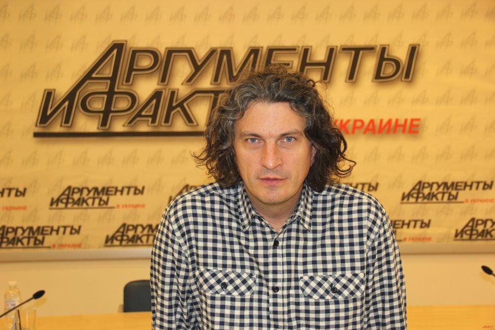 Событиям на Майдане Кузьма посвятил песню «Революция в огне», но ее отказывались крутить радиостанции во время активных действий на Евромайдане.