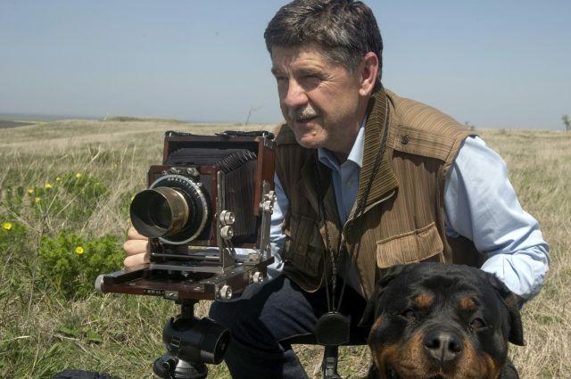 Фотограф пользуется объективом ХIХ века.