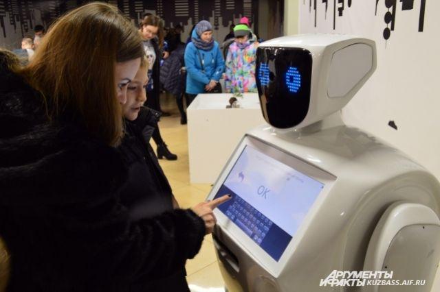 Для школьников планирую проводить занятия по робототехники.