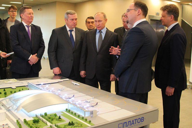 Владимир Путин осмотрел аэропорт и в реальности, и на макете