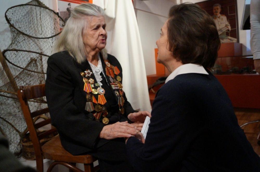 Как отметила губернатор Югры Наталья Комарова - почти 400 югорчан остались лежать на Мамаевом кургане. На данный момент в округе проживает лишь 1 участник Сталинградской битвы