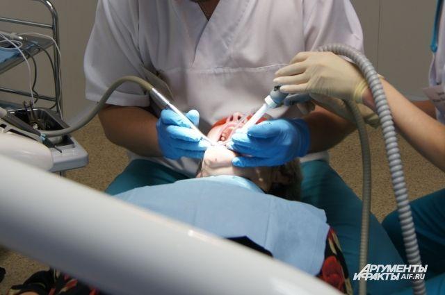 Калининградец хочет засудить стоматологию за просверленные здоровые зубы.